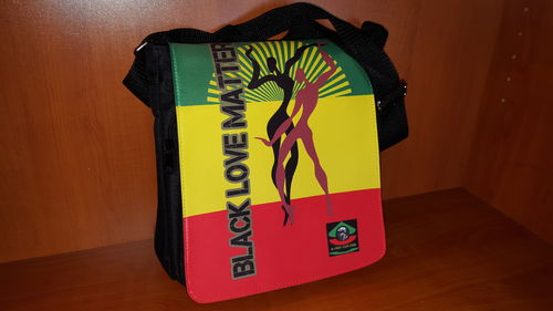 "Pouch bag / Sac à bandoulière: ""BLACK LOVE MATTER, rasta V1"" by A-FREE-CAN.COM"