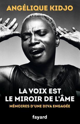 Livre Autobiographie La Voix Est Le Miroir De L Ame Memoires D Une Diva Engagee Par Kidjo